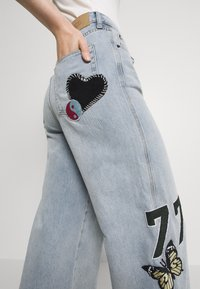BDG Urban Outfitters - BADGE PUDDLE - Relaxed fit jeans - summer blue - 3