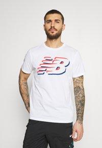 New Balance - GRAPHIC HEATHERTECH TEE - Print T-shirt - white - 0