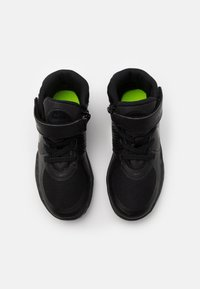 Nike Performance - TEAM HUSTLE D 9 FLYEASE UNISEX - Basketball shoes - black/dark smoke grey/volt - 3