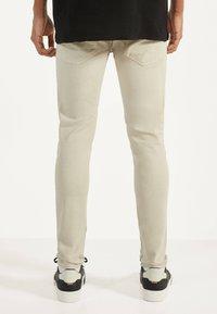 Bershka - Jeans Skinny Fit - beige - 2