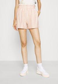 ONLY - ONLJOLLA - Shorts - peach melba/cloud dancer - 0