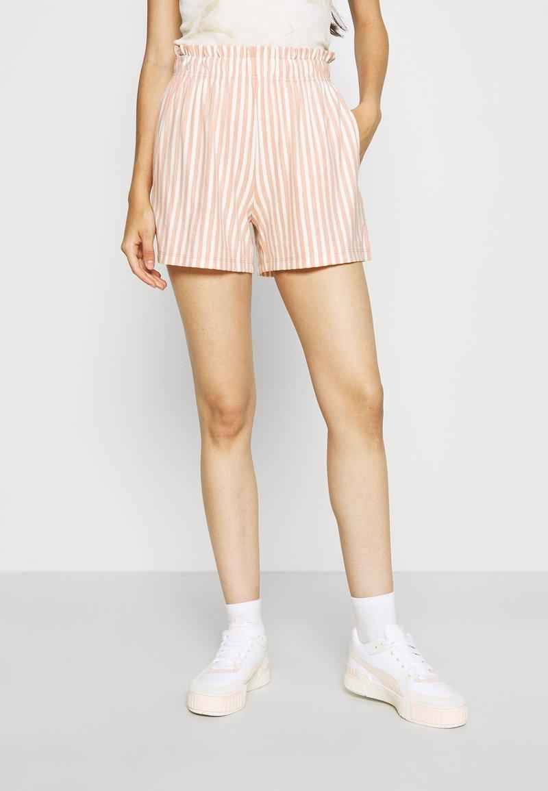 ONLY - ONLJOLLA - Shorts - peach melba/cloud dancer