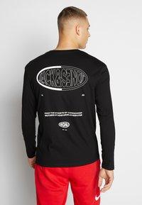 Jack & Jones - JORLOGGS TEE CREW NECK - Långärmad tröja - black - 2