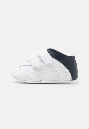 První boty - white/dark blue