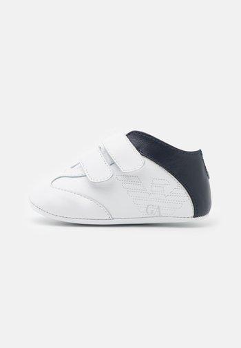 First shoes - white/dark blue