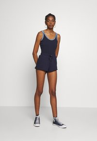 Russell Athletic Eagle R - Body - navy - 1