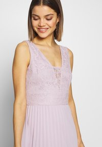 Chi Chi London - SUVI DRESS - Ballkjole - lilac - 3