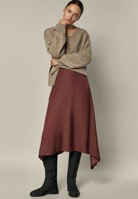 Massimo Dutti - FLIESSENDER  - A-line skirt - bordeaux - 0