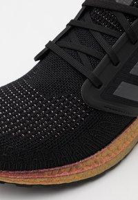 adidas Performance - ULTRABOOST 20 PRIMEBLUE PRIMEKNIT RUNNING SHOES - Zapatillas de running neutras - core black/grey five/signal pink - 5