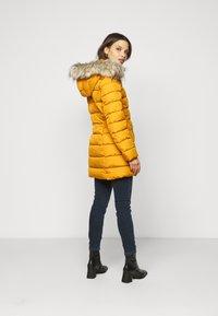 ONLY Petite - ONLLUNA QUILTED COAT - Classic coat - pumpkin spice - 4