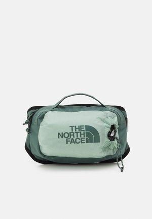 BOZER HIP PACK III  L UNISEX - Bum bag - jadeite green/balsam green