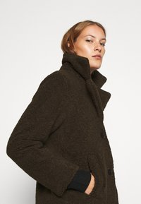 Selected Femme - SLFNANNA TEDDY COAT - Winter coat - coffee bean - 5
