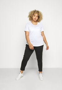 ONLY Play - ONPALIX TRAINING TEE CURVY - Triko s potiskem - white/safety yellow/iridescent - 1