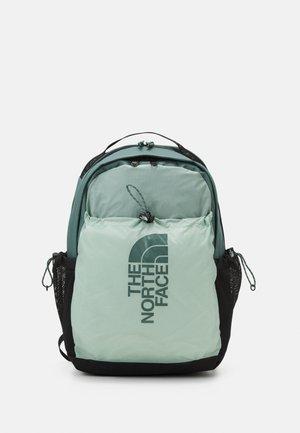 BOZER BACKPACK UNISEX - Sac à dos - jadeite green/balsam green