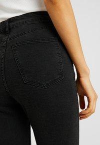 Cotton On - HIGH RISE CROPPED - Skinny džíny - black - 4