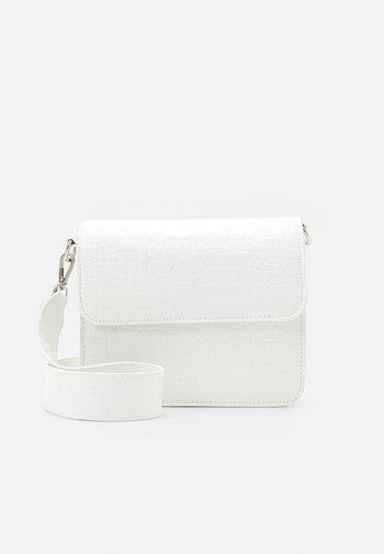 CAYMAN SHINY STRAP BAG - Across body bag - white