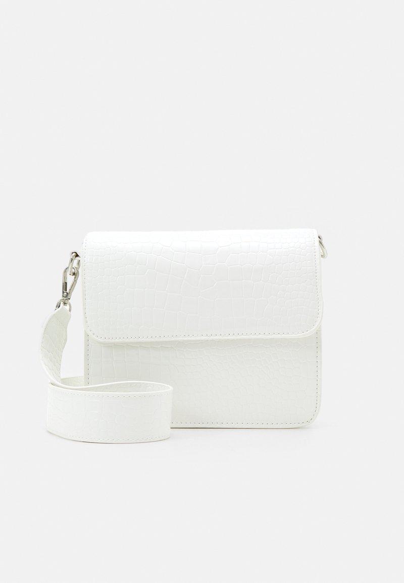 HVISK - CAYMAN SHINY STRAP BAG - Umhängetasche - white