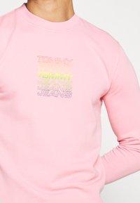 Tommy Jeans - LIGHT CREW - Sweatshirt - rosey pink - 5