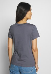 Calvin Klein Jeans - LOGO SLIM FIT TEE - Printtipaita - abstract grey - 2