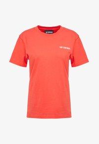 Han Kjobenhavn - CASUAL TEE - T-shirts basic - red - 4