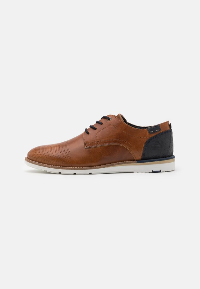 Chaussures à lacets - coganc