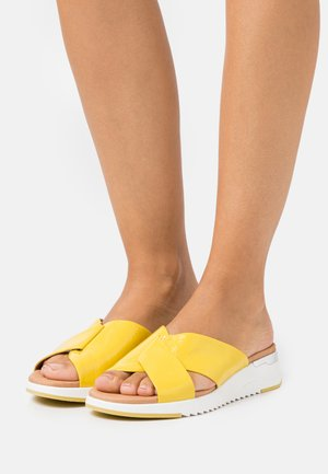 SLIDES - Mules - yellow