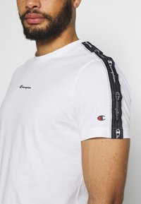 Champion - CREWNECK - T-shirt con stampa - white - 5