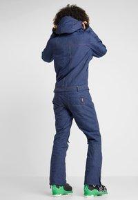 Roxy - FORMATION SUIT - Spodnie narciarskie - mid denim - 2