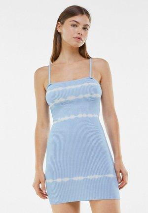 Sukienka etui - light blue