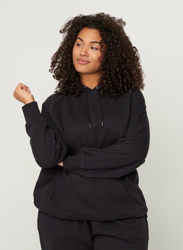 MIT KAPUZE UND TASCHE - Bluza z kapturem - black