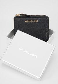 MICHAEL Michael Kors - JET SET SNAP BILLFOLD SMALL - Portafoglio - black - 2
