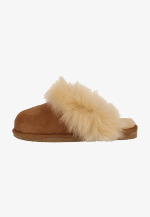 Slippers - chestnut