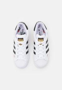 adidas Originals - SUPERSTAR - Zapatillas - footwear white/core black/gold metallic - 3