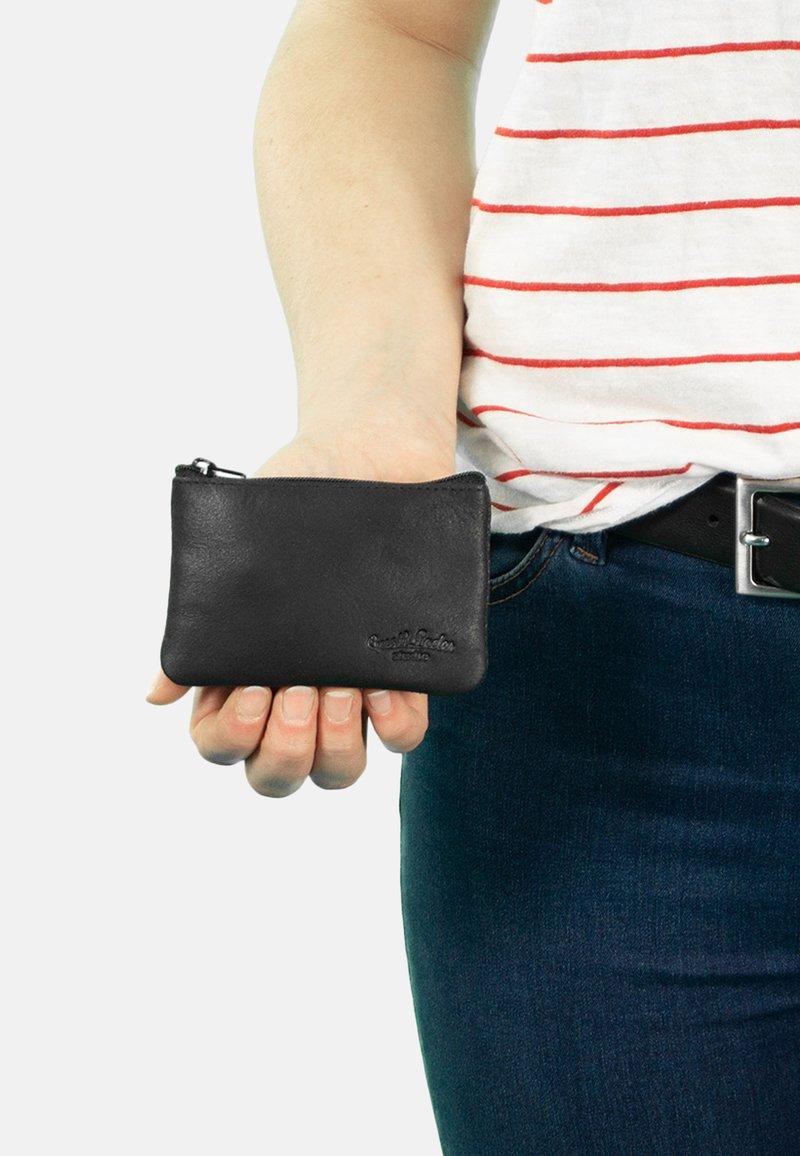 Gusti Leder - Key holder - black