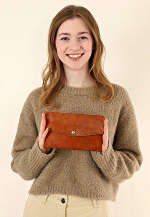 CARLO - Wallet - brown