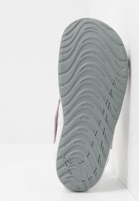 Nike Performance - SUNRAY PROTECT 2 UNISEX - Sandály do bazénu - iced lilac/particle grey/photon dust - 5