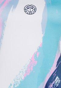 BIDI BADU - AMREI TECH TANK - Top - white/aqua - 2