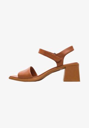KAROLINA - Sandaalit nilkkaremmillä - brown