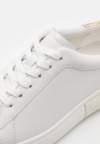 kate spade new york - LIFT - Trainers - optic white/gold - 6