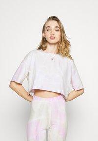 ONLY - ONLVERA TIE DYE SET - Print T-shirt - white - 3
