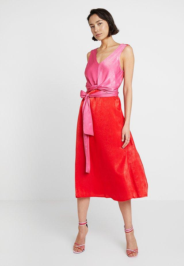 SIANA WRAP DRESS - Sukienka koktajlowa - patrol red/hot pink