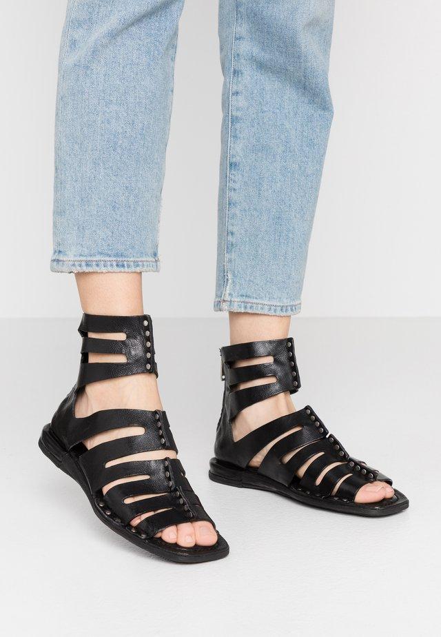 Sandały z cholewką - nero