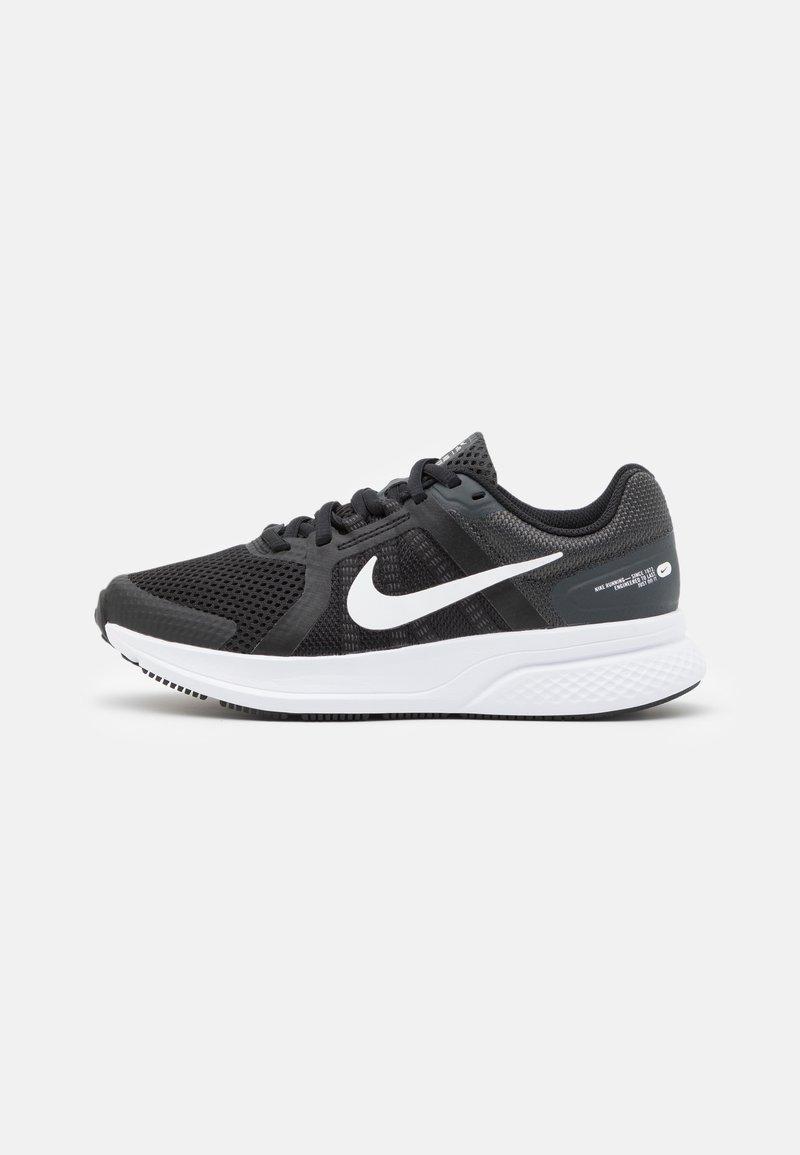 Nike Performance - RUN SWIFT 2 - Obuwie do biegania treningowe - black/white/dark smoke grey