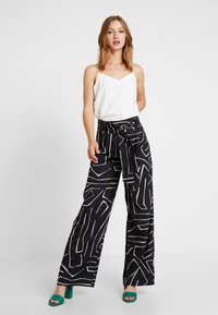 4th & Reckless - SUGAR TROUSER - Pantalon classique - black - 1