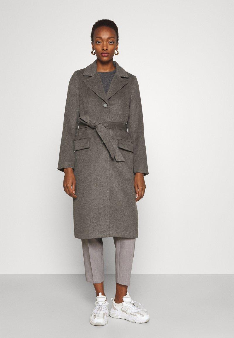 Bruuns Bazaar - CATARINA NOVELLE COAT - Klasický kabát - major brown