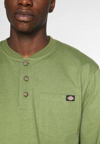 Dickies - HENLEY TEE - Long sleeved top - army green - 4