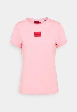 THE SLIM TEE REDLABEL - Print T-shirt - bright pink