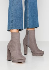 River Island Wide Fit - High heeled ankle boots - grey - 0