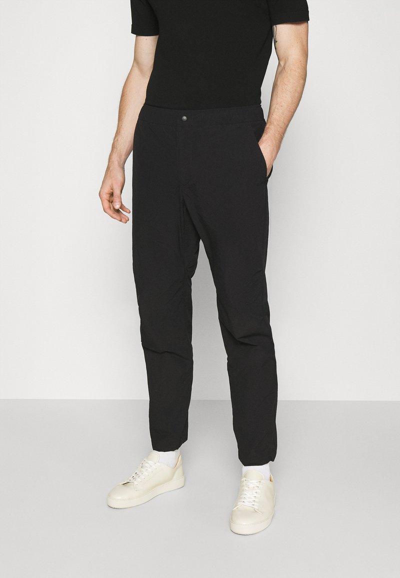 rag & bone - FLYNT PANT IN TECH - Pantalon classique - black