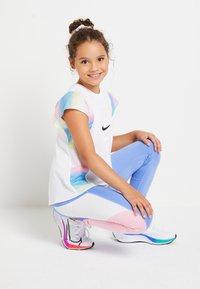 Nike Performance - BREATHE INSTACOOL - T-shirt print - multi-coloured - 1